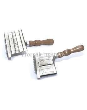 Square metallic curry comb